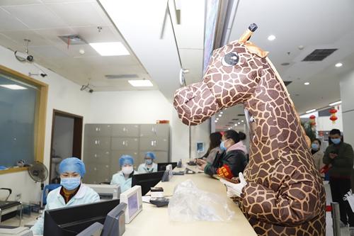 长颈鹿看病20200214- (2).jpg